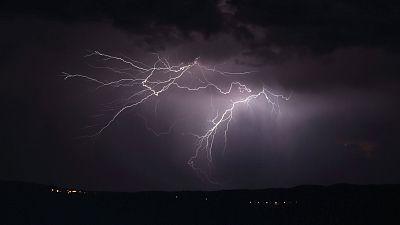 Tormentas localmente fuertes en Pirineos y noreste de Cataluña