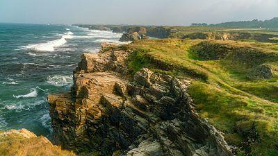 Viento fuerte o con intervalos de fuerte en el litoral gallego y el área mediterránea