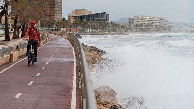 Vientos fuertes o muy fuertes en amplias zonas de la Península y Baleares