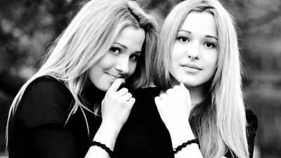 Rusia: Las hermanas Tolmachevy cantan