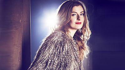 2014 - Reino Unido: Molly Smitten-Downes canta