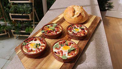 Huevos rellenos. Huevos a la flamenca