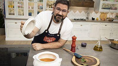 Sopa de tomate y callos con garbanzos