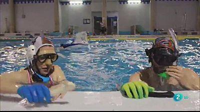 L'hoquei subaquàtic amb aletes i stick