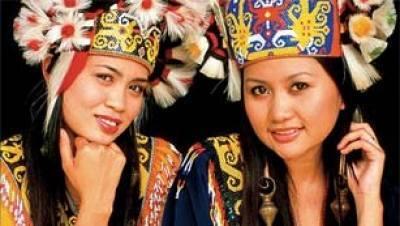 Orang Ulu, las mujeres de orejas largas