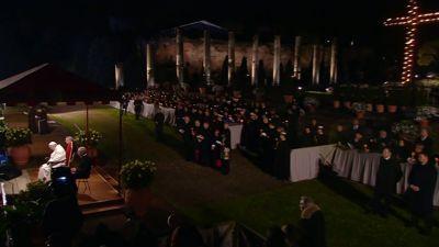 Procesiones de Semana Santa 2018 - Via Crucis desde el Coliseo en Roma