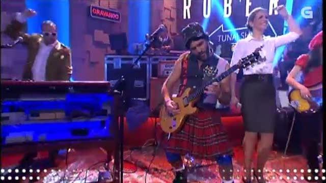 """A banda interpreta con Eva Iglesias a sintonía do programa, """"Hei tunai"""" - 06/05/2015 22:15"""