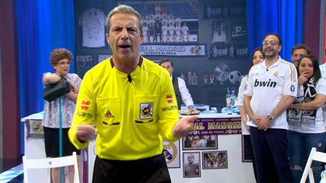 O árbitro da final da Champions aparece polo bar para poñer a andar os que o critican! - 10/05/2019 00:02