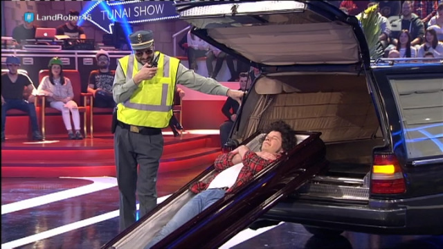 O que pasa cando roubas un coche...fúnebre! - 30/03/2016 22:40
