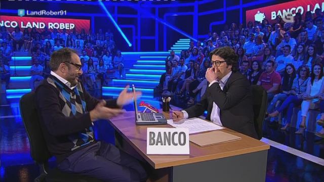 """""""Quero retirar do banco todos os cartos""""... da muller! - 02/06/2017 00:12"""