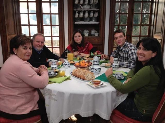 Morro de porco con chícharos frescos / Pastel de amorodos e merengue - 22/05/2014 22:45