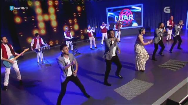A Orquestra Panamá fai bailar ao público ao ritmo de 'Sombrero' - 28/04/2017 23:17