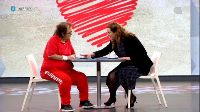 Antón e Lola xogan ao xogo de sacar pezas de roupa - 22/12/2018 00:34