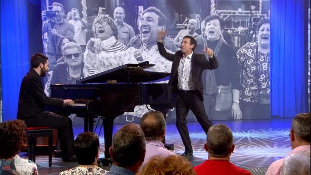 Brais González, Nelson Quinteiro e Máis Cantos interpretan 'Nun bou' - 08/06/2019 01:07