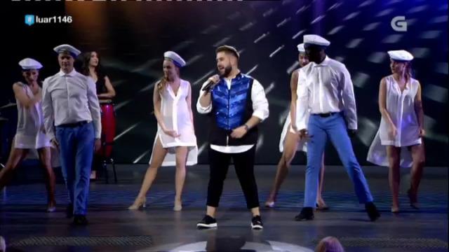 Esteban Fuentes defende enriba do escenario o tema musical 'In the navy' - 03/11/2018 01:39