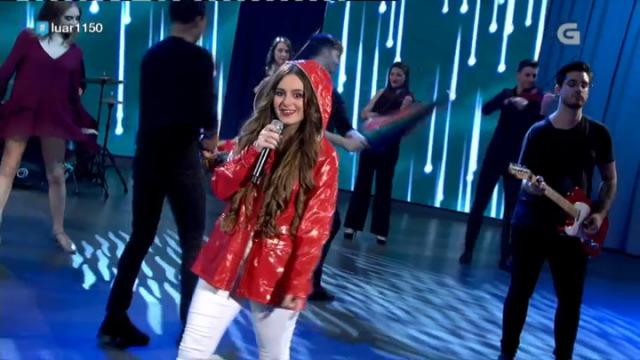 Iria González, recanteira de Ourense Sur, cantounos 'A chuvia' - 01/12/2018 01:40
