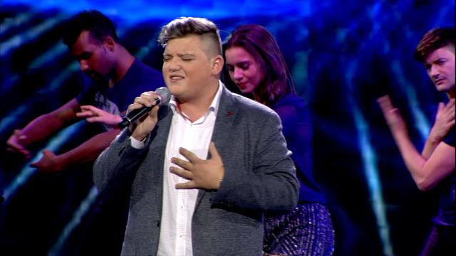Jonny Souto, da Costa da Morte, canta 'Un bico e unha flor' - 24/11/2018 01:34