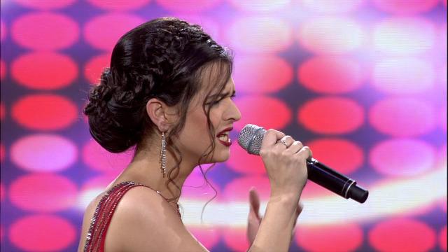 Julia Rodrígues, do Miño, cantounos 'Alma, corazón e vida' - 06/04/2019 01:45