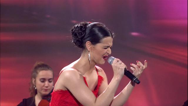 Julia Rodrigues, recanteira do Miño, interpreta 'Caminito' - 04/05/2019 01:46