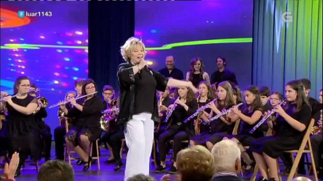 Karina canta 'Aires de festa' coa Banda de Música Infantil de Meaño - 12/10/2018 23:41