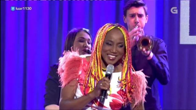 Lucrecia interpreta a súa particular versión da 'Rianxeira' - 02/06/2018 09:27