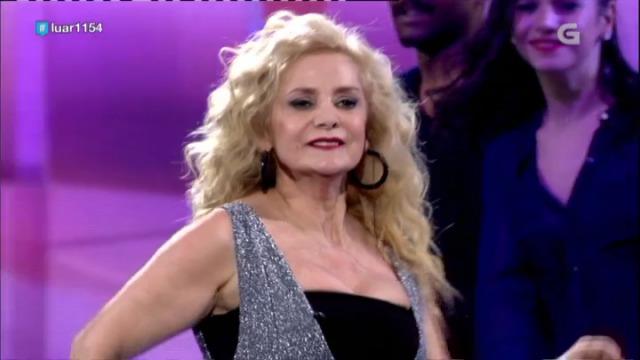 Montse Gómez, de Ourense oriental, interpreta 'Xuntos' - 29/12/2018 01:42