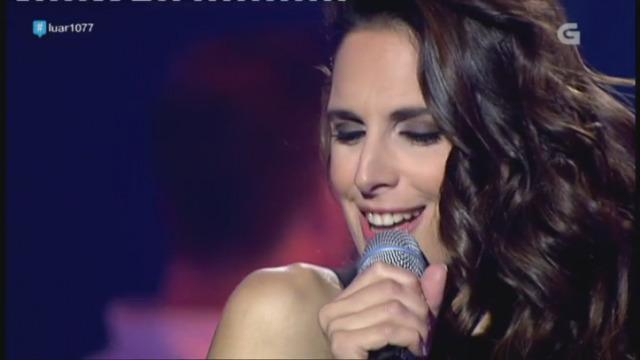 Nuria Fergó cantou unha fermosa canción: 'Bailando bajo la lluvia' - 14/04/2017 23:17
