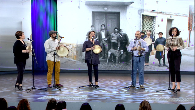 "Pablo Carpintero preséntanos os toledanos Vigüela, que interpretan ""Arrimatepichón"" - 18/01/2019 22:41"