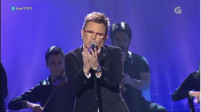 Piñeiro homenaxea a Juan Pardo cantando 'En pé' - 31/03/2018 10:55