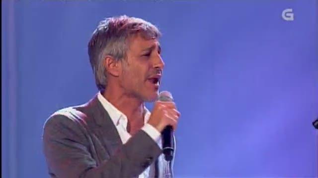 """Sergio Dalma canta coa Orquestra La Oca """"O tren"""" - 19/10/2012 00:37"""