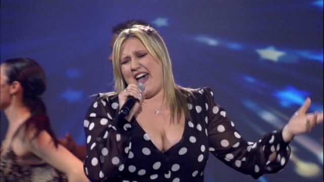Velusa, recanteira de Portugal norte, cantou 'Esqueceume outra vez' - 30/03/2019 01:53