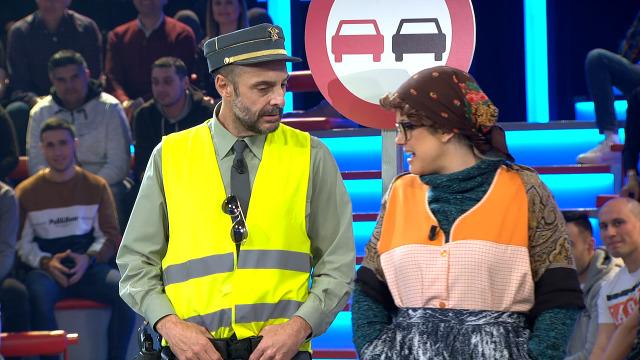 A Garda Civil intervén estas señoras por vender grelos - 20/02/2020 23:38