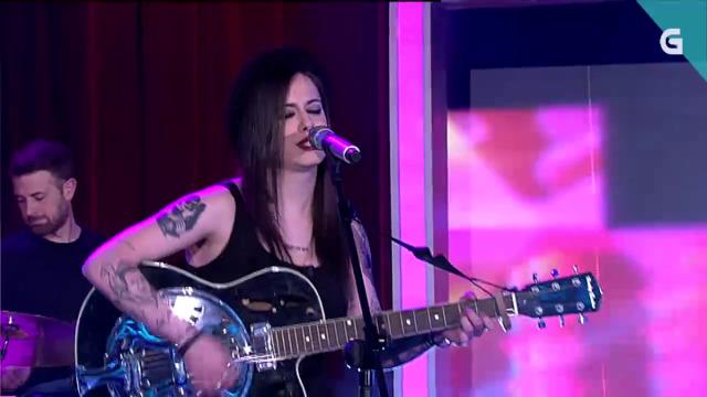 Dende Cambados, Pauliña sobe a cantar 'Voume despedindo' - 23/05/2020 22:00