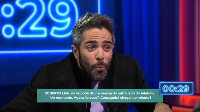 Roberto Leal intenta aguantar a chamada a base de asubíos - 12/12/2019 23:50