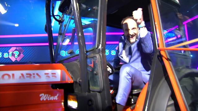 Roberto trata de convencer a Ana Peleteiro de que este tractor é seu - 12/03/2020 23:12