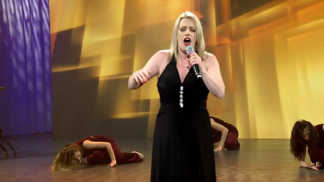 Ruth Cundíns interpreta 'Soños rotos' nos Recantos de Ouro - 06/06/2020 00:27
